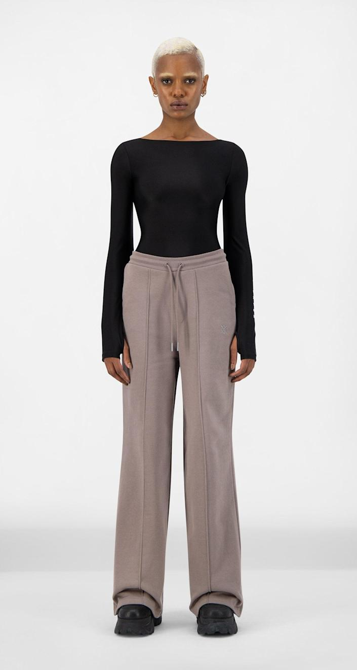 """Haven't you heard? Puddle sweatpants are the new joggers. <br> <br> <strong>Daily Paper</strong> Iron Brown Shield Hifa Pants, $, available at <a href=""""https://go.skimresources.com/?id=30283X879131&url=https%3A%2F%2Fwww.dailypaperclothing.com%2Fcollections%2Fwomen-all%2Fproducts%2Firon-brown-shield-hifa-pants%3Fvariant%3D34681847775366"""" rel=""""nofollow noopener"""" target=""""_blank"""" data-ylk=""""slk:Daily Paper"""" class=""""link rapid-noclick-resp"""">Daily Paper</a>"""