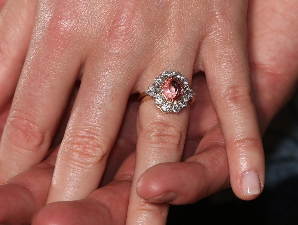 """<p>According to diamond experts from British TV show <a rel=""""nofollow"""" href=""""http://www.channel4.com/programmes/posh-pawn"""">Posh Pawn</a>, Eugenie's peach sapphire ring cost about £100,000 ($175,806 CAD) … <em>(Photo: Getty)</em> </p>"""