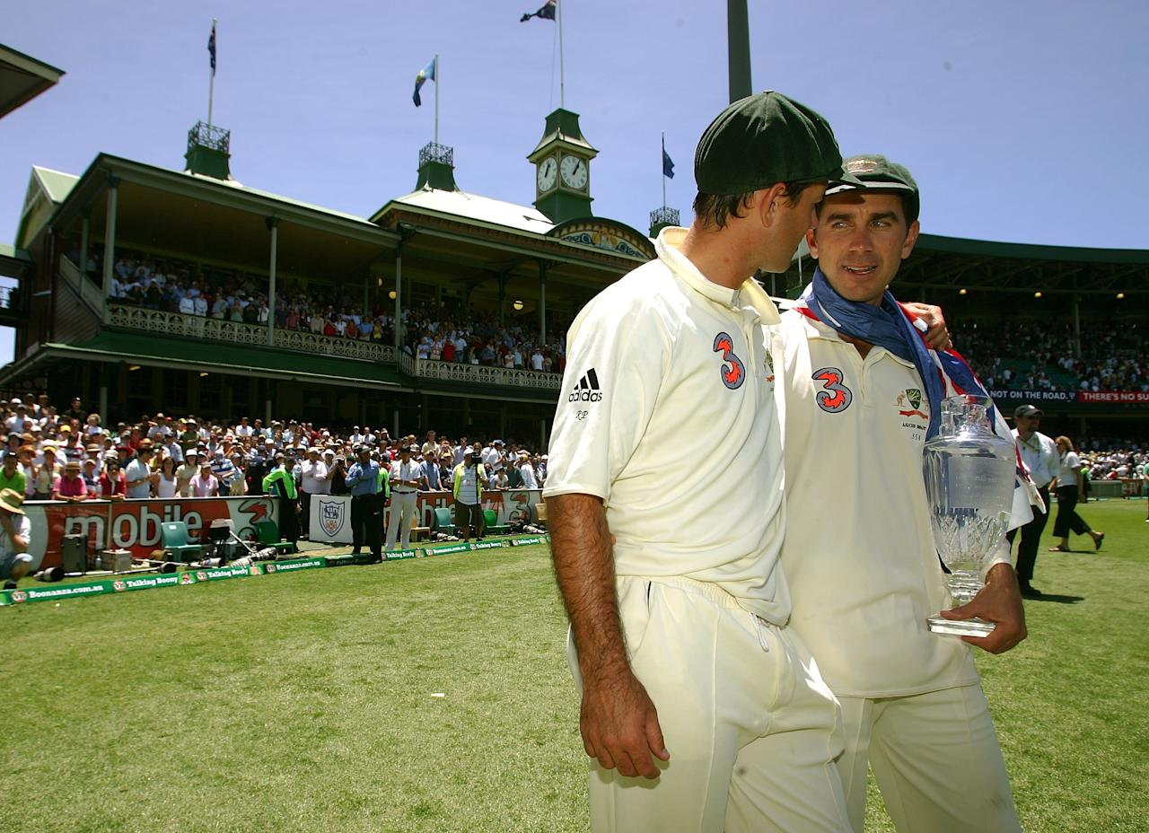 SYDNEY, AUSTRALIA - JANUARY 05:  Justin Langer (R) and Ricky Ponting of Australia celebrate with the Ashes trophy at the end of day four of the fifth Ashes Test Match between Australia and England at the Sydney Cricket Ground on January 5, 2007 in Sydney, Australia.  (Photo by Hamish Blair/Getty Images)
