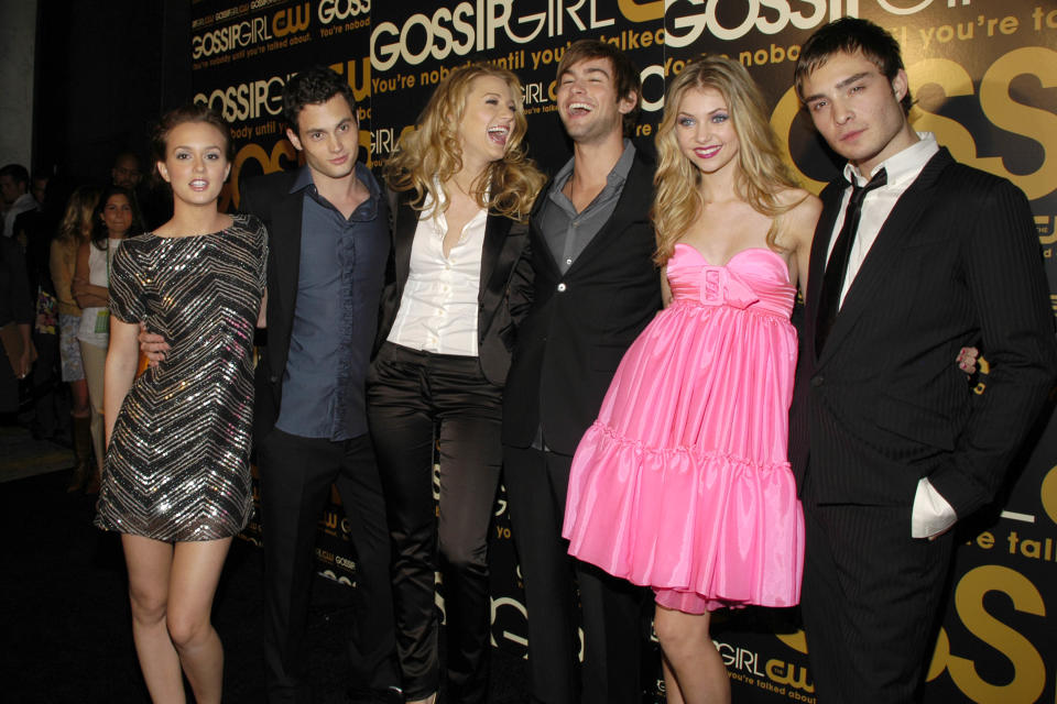 NEW YORK CITY, NY - SEPTEMBER 18: (L-R) Leighton Meester, Penn Badgley, Blake Lively, Taylor Momsen, Chace Crawford, Ed Westwick and (
