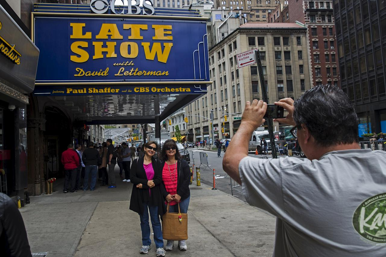 "A fan stops to take a photograph of the outside of Ed Sullivan Theater in Manhattan as David Letterman prepares for the taping of tonight's final edition of ""The Late Show"" in New York May 20, 2015.  REUTERS/Lucas Jackson"