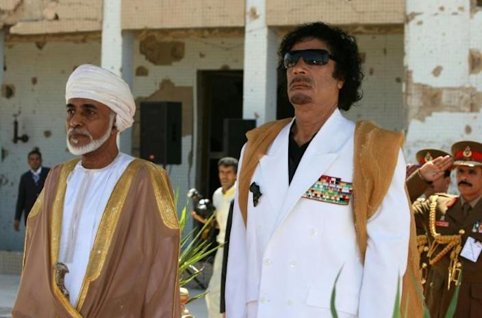 Qaboos and late Libyan leader Moamer Kadhafi standing for their national anthems in Tripoli in August 2008 (AFP Photo/Mahmud TURKIA)
