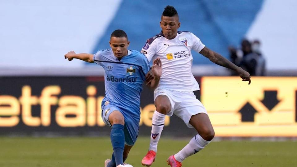 Vanderson segue na lateral, enquanto Billy Arce é desfalque | Pool/Getty Images