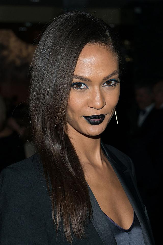 <p>The model brightened her face with a hint of gloss in her lip color and electric blue on her eyes. (Photo: Getty) </p>