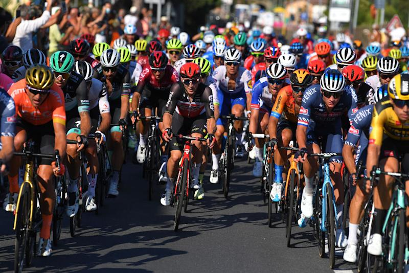 The bunch heads towards the Cipressa