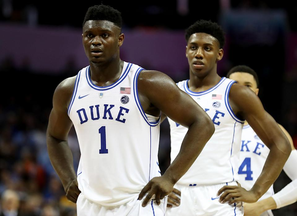"""Zion Williamson (1) and <a class=""""link rapid-noclick-resp"""" href=""""/nba/players/6165/"""" data-ylk=""""slk:RJ Barrett"""">RJ Barrett</a> (5) of the <a class=""""link rapid-noclick-resp"""" href=""""/ncaaw/teams/duke/"""" data-ylk=""""slk:Duke Blue Devils"""">Duke Blue Devils</a> react against Syracuse during the 2019 ACC men's basketball tournament on March 14, 2019. (Streeter Lecka/Getty Images)"""