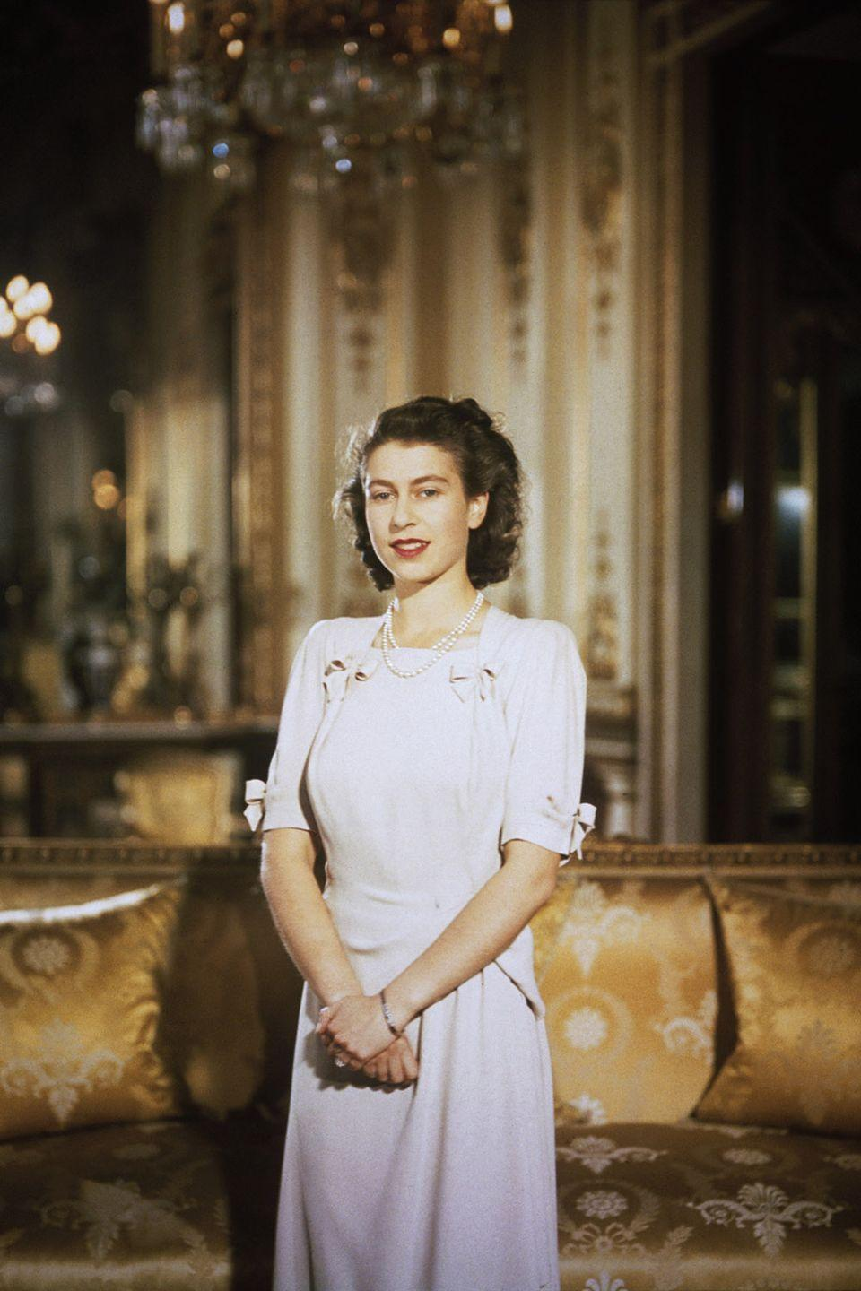 <p>Princess Elizabeth looked lady-like and regal in her soft pink dress, simple jewelry, and curled hair for an engagement photoshoot with Prince Philip.</p>