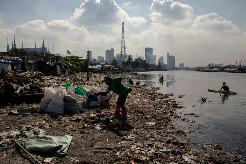 FILE PHOTO: Philippines 'river warriors' fight tide of trash hoping for cleaner future