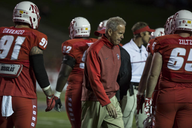 New Mexico coach Bob Davie supports kneeling players '100 percent'