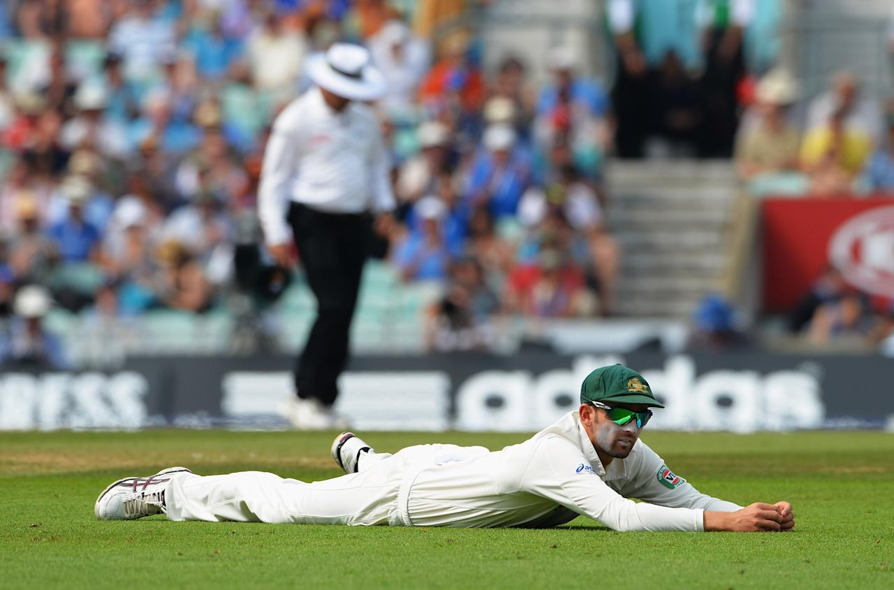LONDON, ENGLAND - AUGUST 23: Nathan Lyon of Australia lies on the ground after failing to stop the ball during day three of the 5th Investec Ashes Test match between England and Australia at the Kia Oval on August 23, 2013 in London, England. (Photo by Shaun Botterill/Getty Images)