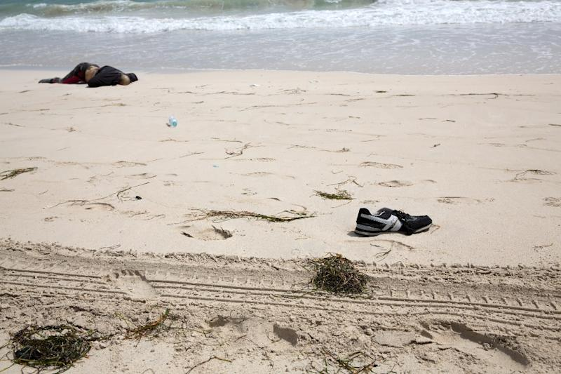 The body of a migrant on a Libyan beach in the city of Zwara on June 2, 2016 (AFP Photo/)