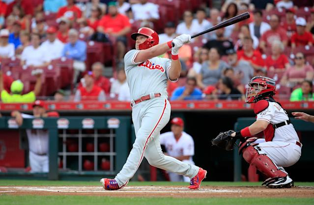 CINCINNATI, OH – JULY 26: Rhys Hoskins #17 of the Philadelphia Phillies hits a home run in the first inning against the Cincinnati Reds at Great American Ball Park on July 26, 2018 in Cincinnati, Ohio. (Photo by Andy Lyons/Getty Images)