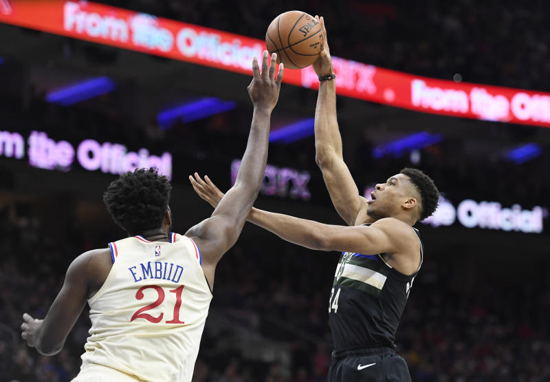PHILADELPHIA, PENNSYLVANIA - DECEMBER 25: Giannis Antetokounmpo #34 of the Milwaukee Bucks attempts a basket as Joel Embiid #21 of the Philadelphia 76ers defends during the first half of the game at Wells Fargo Center on December 25, 2019 in Philadelphia, Pennsylvania. NOTE TO USER: User expressly acknowledges and agrees that, by downloading and or using this photograph, User is consenting to the terms and conditions of the Getty Images License Agreement. (Photo by Sarah Stier/Getty Images)