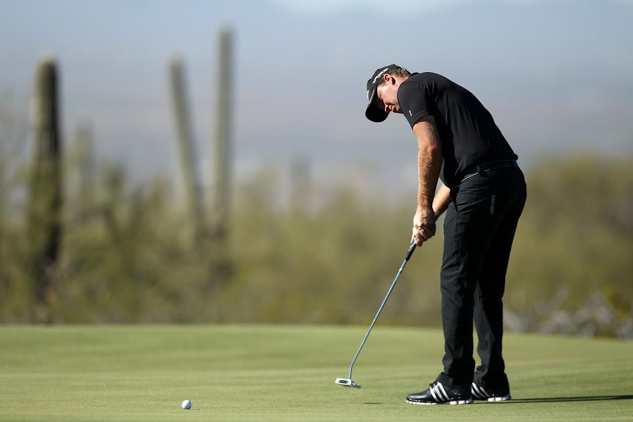 MARANA, AZ - FEBRUARY 25:  Peter Hanson of Sweden putts on the first green during the quarterfinal round of the World Golf Championships-Accenture Match Play Championship at the Ritz-Carlton Golf Club on February 25, 2012 in Marana, Arizona.  (Photo by Christian Petersen/Getty Images)