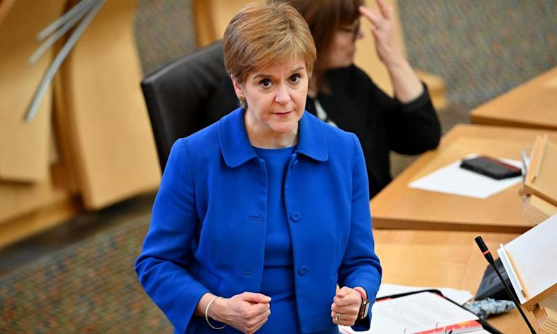 Covid: Sturgeon announces Scotland-wide ban on household visits