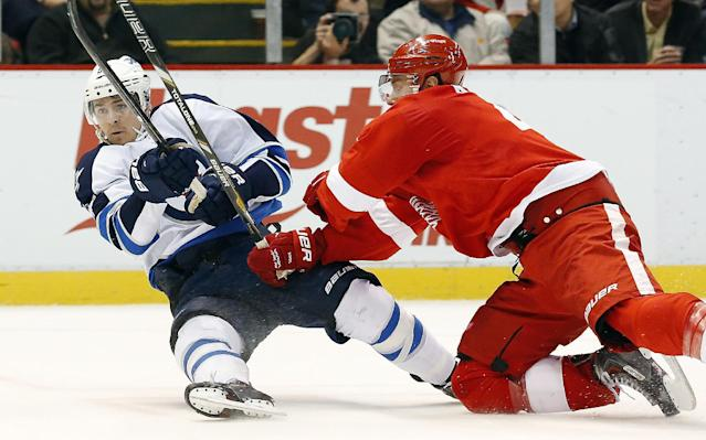 Detroit Red Wings defenseman Jakub Kindl, right, of the Czech Republic, checks Winnipeg Jets center Mark Scheifele, left, during the first period of an NHL hockey game in Detroit, Tuesday, Nov. 12, 2013. (AP Photo/Paul Sancya)
