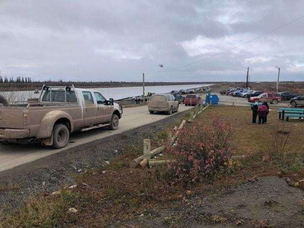 A search for a 29-year-old man, last seen in the water by the boat launch in Invuik, N.W.T., is being carried out by police, partner agencies and volunteers.   (Mackenzie Scott/CBC - image credit)