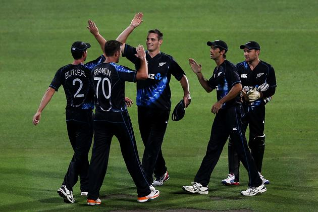 HAMILTON, NEW ZEALAND - FEBRUARY 12: The Black Caps celebrate winning the international Twenty20 match between New Zealand and England at Seddon Park on February 12, 2013 in Hamilton, New Zealand.  (Photo by Hannah Johnston/Getty Images)