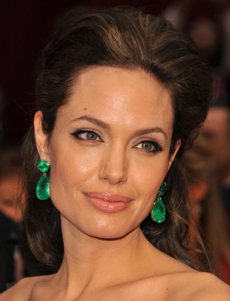 Angelina Jolie looked classic and glamorous at the 81st Academy Awards in 2009.