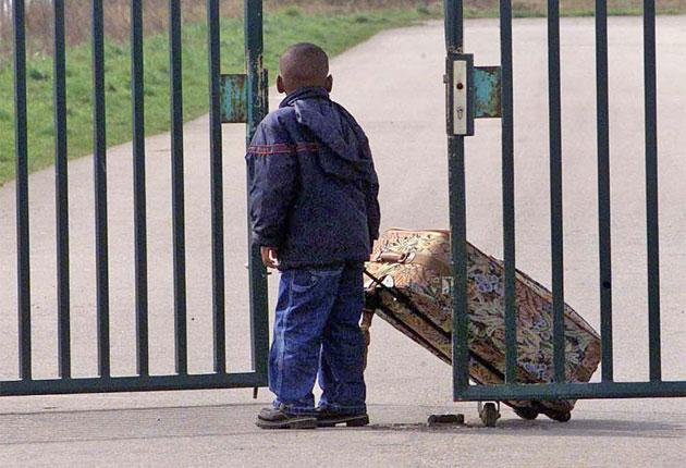 Mothers in Yarl's Wood hardly ever see their children: PA