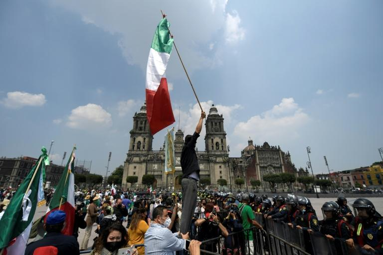 Mexican protesters set up camp demanding president quits