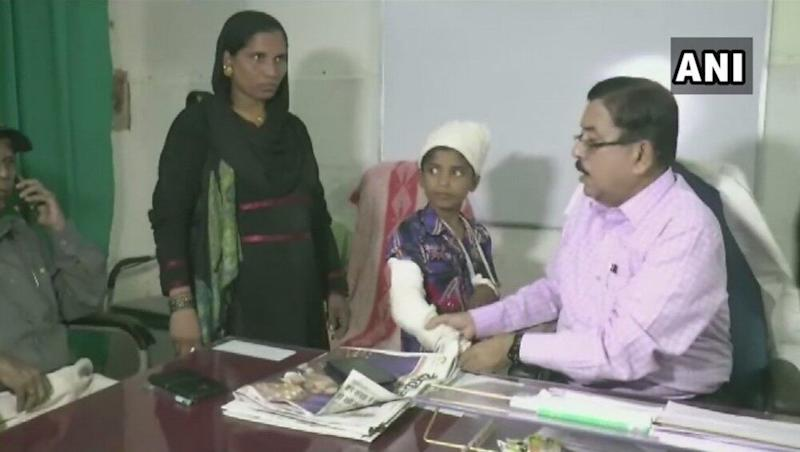 Shocking Medical Apathy in Bihar! Doctors Plaster Right Hand of Child Who Suffered Fracture On Left Hand; Probe Ordered