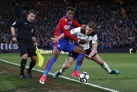 Britain Soccer Football - Crystal Palace v Tottenham Hotspur - Premier League - Selhurst Park - 26/4/17 Crystal Palace's Wilfried Zaha in action with Tottenham's Jan Vertonghen Action Images via Reuters / Matthew Childs Livepic