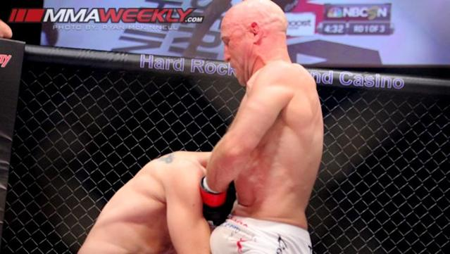 Josh Burkman [R] chokes Jon Fitch out in the biggest win of his career so far (MMA Weekly)