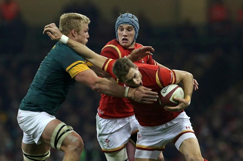 Wales' wing Liam Williams is tackled by South Africa's lock Pieter-Steph du Toit (L) during the rugby union test match November 26, 2016 (AFP Photo/Geoff Caddick)