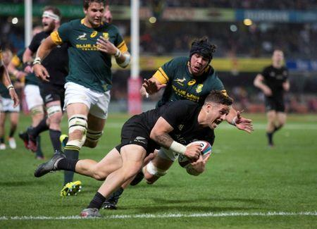 New Zealand's TJ Perenara scores a try.    South Africa's Springboks v New Zealand's All Blacks - Kings Park Stadium, Durban, South Africa .   REUTERS/Rogan Ward/File Photo