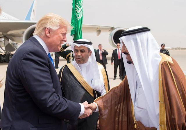 <p>Saudi Arabia's King Salman bin Abdulaziz Al Saud shakes hands with President Donald Trump during a reception ceremony in Riyadh, Saudi Arabia, May 20, 2017. (Photo: Bandar Algaloud/Courtesy of Saudi Royal Court/Handout via Reuters) </p>