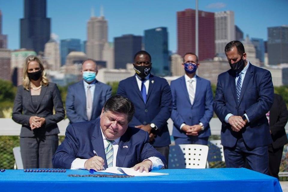 Illinois Governor Clean Energy (ASSOCIATED PRESS)