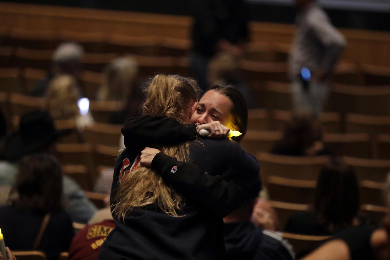 <p>Mourners embrace during a vigil to remember victims of a mass shooting Thursday, Nov. 8, 2018, in Thousand Oaks, Calif. (Photo: Marcio Jose Sanchez/AP) </p>