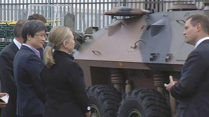 Clinton inspects Adelaide defence hub