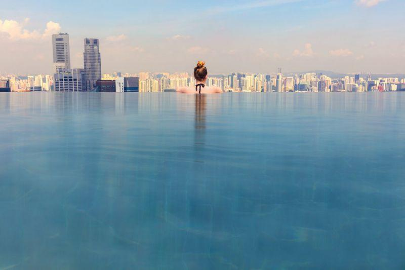 An infinity pool with a city view (not the one advertised by Kershaw's Vietnam hotel): Getty Images/iStockphoto