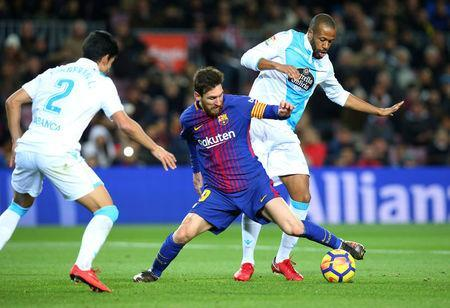 Soccer Football - La Liga Santander - FC Barcelona vs Deportivo de La Coruna - Camp Nou, Barcelona, Spain - December 17, 2017 Barcelona's Lionel Messi in action with Deportivo de La Coruna's Sidnei REUTERS/Albert Gea