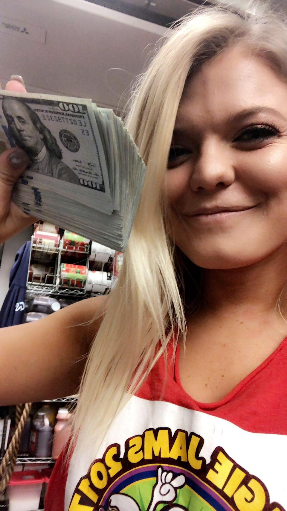 YouTuber Mr. Beast leaves a $10,000 tip for a North Carolina waitress. (Photo: Sup Dogs)