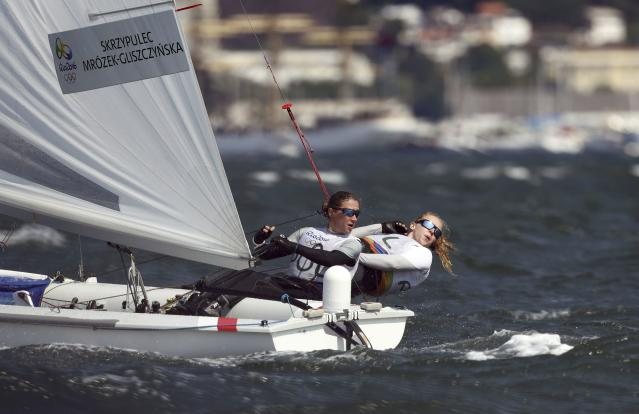 2016 Rio Olympics - Sailing - Final - Women's Two Person Dinghy - 470 - Medal Race - Marina de Gloria - Rio de Janeiro, Brazil - 18/08/2016. Agnieszka Skrzypulec (POL) of Poland and Irmina Mrozek Gliszczynska (POL) of Poland compete. REUTERS/Benoit Tessier FOR EDITORIAL USE ONLY. NOT FOR SALE FOR MARKETING OR ADVERTISING CAMPAIGNS.