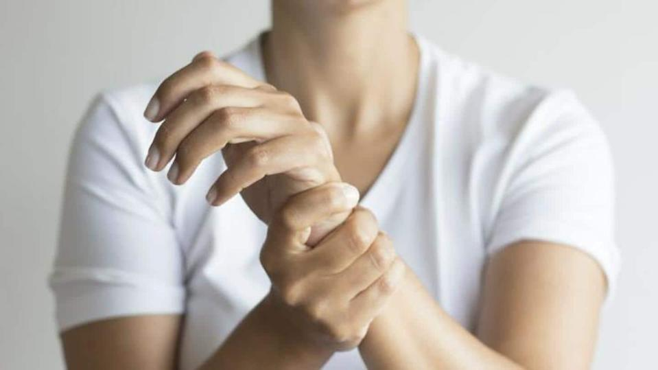 #HealthBytes: Few easy stretches to relieve typing-induced wrist pain