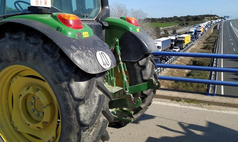 Farmers block highways in Spain to protest low food prices