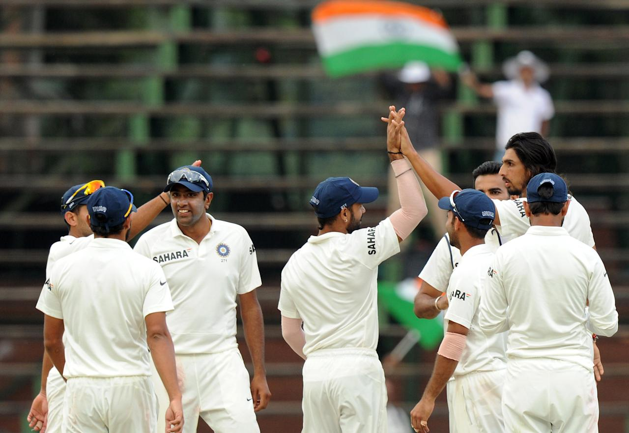 Indian bowler Ishant Sharma (back-R) celebrates with teammates after taking the wicket of South Afican bowler AB de Villiers on the 5th day of the first cricket Test match between South Africa and India at Wanderers Stadium in Johannesburg on December 22, 2013. AFP PHOTO/STRINGER
