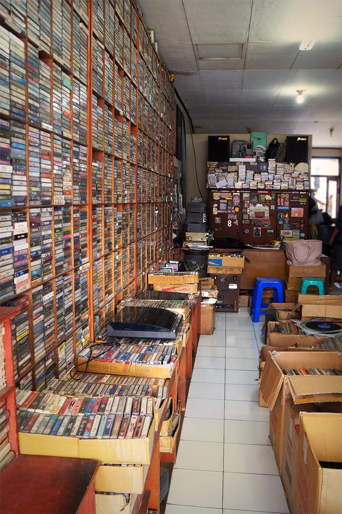 Shopping for vintage records at Bandung's DU 68