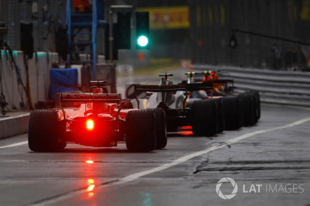 "The green light opens the pit lane <span class=""copyright"">Steven Tee / LAT Images</span>"