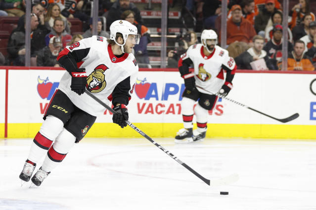 "<a class=""link rapid-noclick-resp"" href=""/nhl/teams/ott/"" data-ylk=""slk:Ottawa Senators"">Ottawa Senators</a>' <a class=""link rapid-noclick-resp"" href=""/nhl/players/4805/"" data-ylk=""slk:Mike Hoffman"">Mike Hoffman</a> could be on the move at the 2018 NHL trade deadline. (AP Photo/Chris Szagola)"