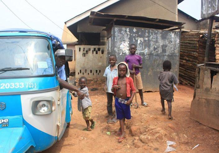 MSI sets up accessible clinics in the middle of communities like Kimombasa in Kampala, Uganda. (Mikaela Conley/Yahoo News)