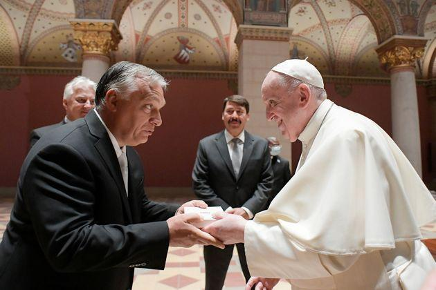 Pope Francis shakes hands with Hungary's Prime Minister Viktor Orban at Romanesque Hall in the Museum of Fine Arts in Budapest, Hungary, September 12, 2021.   Vatican Media/Handout via REUTERS    ATTENTION EDITORS - THIS IMAGE WAS PROVIDED BY A THIRD PARTY. (Photo: Vatican Media via Reuters)