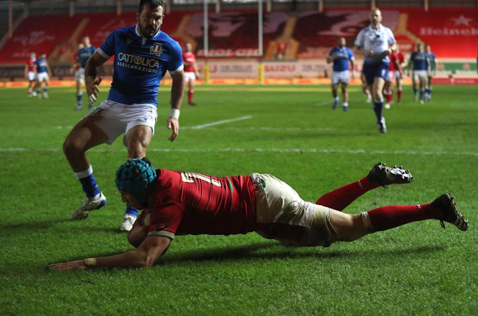 Justin Tipuric scores Wales's fifth and final try to seal victory over Italy (PA)