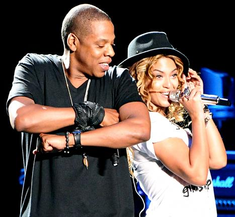 Beyonce, Jay Z Surprise Fans at Karaoke Bar, Party With Kelly Rowland, Michelle Williams: Exclusive Details
