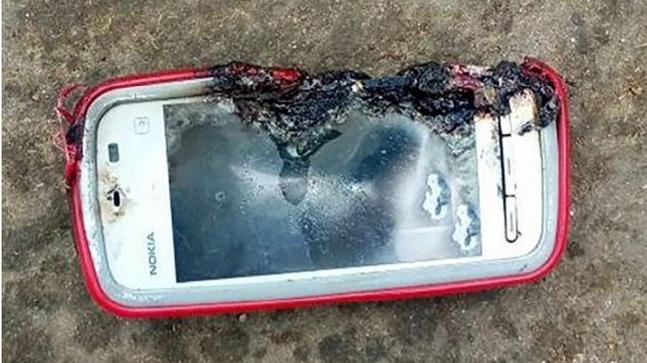 A 19-year-old girl in Odisha lost her life after Nokia 5233 phone exploded in her hands.