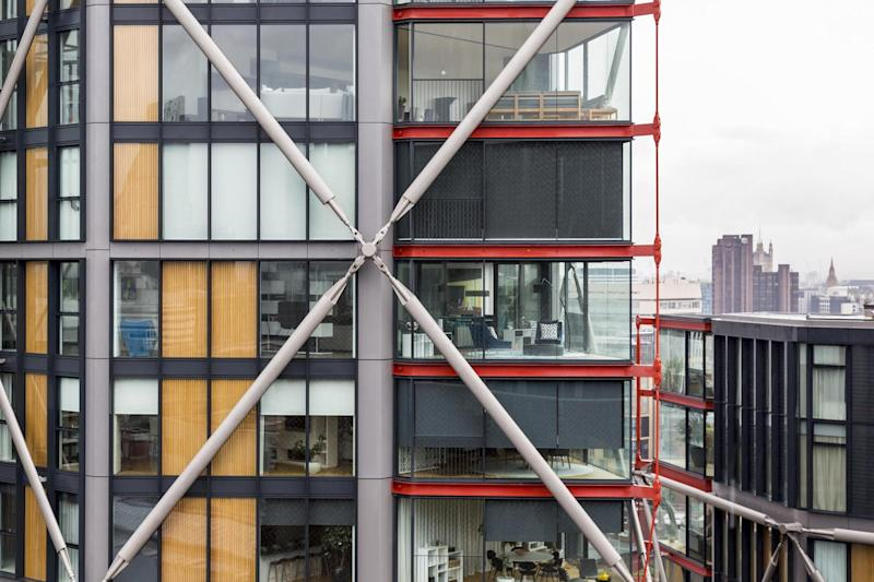 The luxury Neo Bankside flats: Shutterstock / Jose L Vilchez